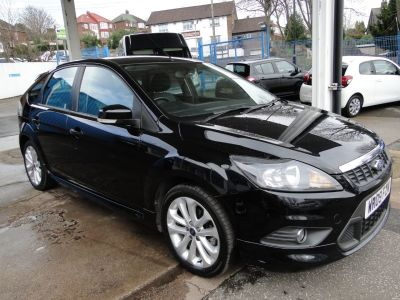 Ford Focus 1.6 Zetec S 5dr Hatchback Petrol BlackFord Focus 1.6 Zetec S 5dr Hatchback Petrol Black at Foxhill Used Cars Sheffield